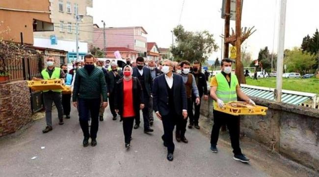 AKP'li Beykoz Belediyesi'nden 'lebalep' pide dağıtımı!